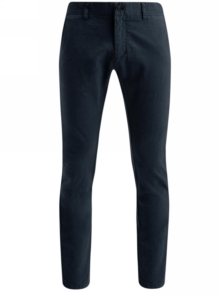 Брюки2L150080M/44310N/2525OСтильные мужские брюки oodji Lab выполнены из натурального хлопка. Модель-чинос стандартной посадки застегивается на пуговицу в поясе и ширинку на застежке-молнии. Пояс имеет шлевки для ремня. Спереди брюки дополнены двумя втачными карманами и маленьким потайным прорезным кармашком, сзади - двумя прорезными карманами, которые закрываются на клапаны с пуговицами.