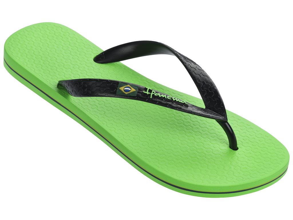 Сланцы80415-21577Очень легкие сланцы от Ipanema придутся вам по душе. Модель выполнена из поливинилхлорида и оформлена на ремешке логотипом бренда. Ремешки с перемычкой.гарантируют надежную фиксацию модели на ноге. Подошва оформлена яркой, контрастной линией. Удобные сланцы прекрасно подойдут для похода в бассейн или на пляж.