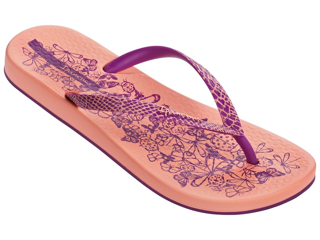 Сланцы81926-20791Стильные и очень легкие сланцы от Ipanema - придутся вам по душе. Верх модели выполнен из поливинилхлорида. Ремешки с перемычкой гарантируют надежную фиксацию изделия на ноге. Стелька и верх модели украшены летним рисунком и названием бренда. Рифление на верхней поверхности подошвы предотвращает выскальзывание ноги. Рельефное основание подошвы обеспечивает уверенное сцепление с любой поверхностью. Удобные сланцы прекрасно подойдут для похода в бассейн или на пляж.