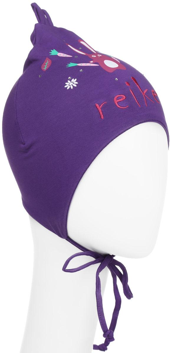Шапка детскаяRKNSS17-HR2 fuchsiaЯркая двухслойная шапка для девочки Reike Зайчики, изготовленная из натурального хлопка, защитит голову ребенка от ветра в прохладную погоду. Модель удлинена, оформлена принтом со стразами и вышивкой в стиле серии, а также усиками на макушке. Изделие с удлиненными боковыми частями фиксируется на голове при помощи завязок. Уважаемые клиенты! Размер, доступный для заказа, является обхватом головы.