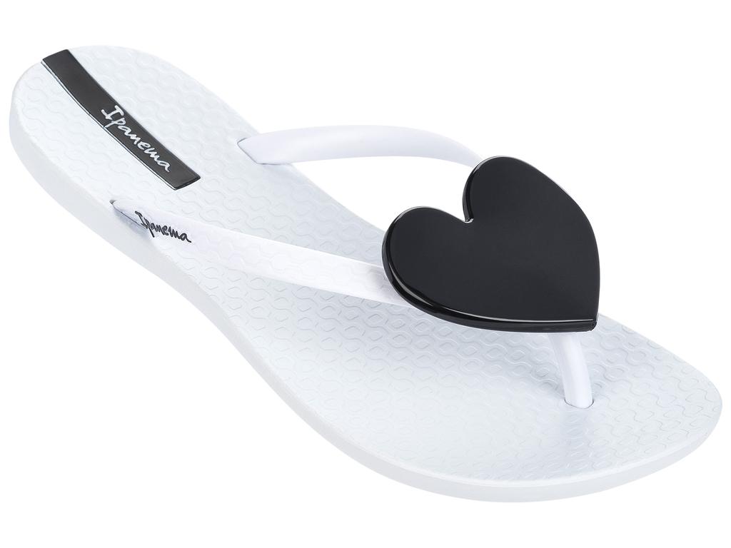 Сланцы82120-22268Стильные и очень легкие сланцы от Ipanema - придутся вам по душе. Верх модели выполнен из поливинилхлорида. Ремешки с перемычкой гарантируют надежную фиксацию изделия на ноге. Стелька и верх модели дополнены названием бренда. Изделие украшено декоративным, контрастным сердцем. Рифление на верхней поверхности подошвы предотвращает выскальзывание ноги. Рельефное основание подошвы обеспечивает уверенное сцепление с любой поверхностью. Удобные сланцы прекрасно подойдут для похода в бассейн или на пляж.