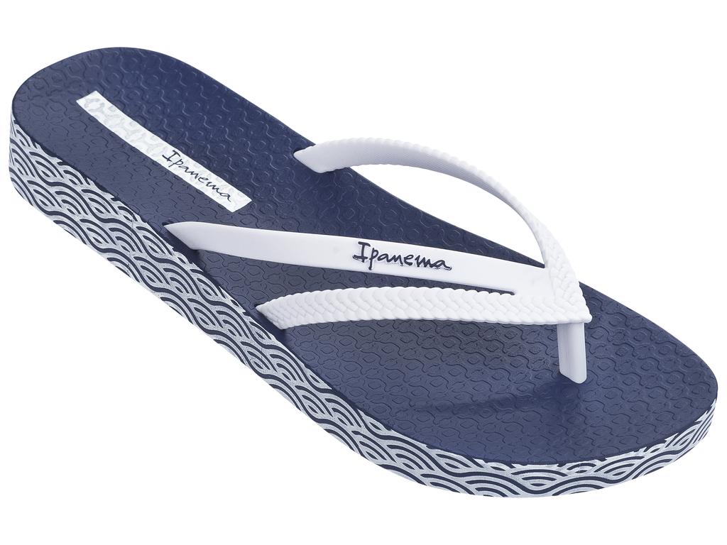 Сланцы82064-21308Красивые пантолеты, вокруг подошвы нанесен принт, на стельке логотип фирмы.