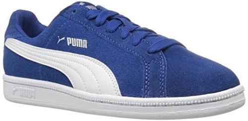 Кроссовки36202706Детские кроссовки Puma Smash FUN SD Jr - дань уважения и свежий взгляд на брендовые коллекции 70-х. Кроссовки выполнены из мягчайшей кожи и украшены фирменной символикой. Модель разработана специально для маленьких ножек. Новая интерпретация любимого всеми теннисного стиля позволила приспособить спортивную обувь для повседневного использования. Амортизирующая промежуточная подошва, низкое голенище, удобная съемная стелька - просто идеальная пара для подвижных игр и веселых пикников!