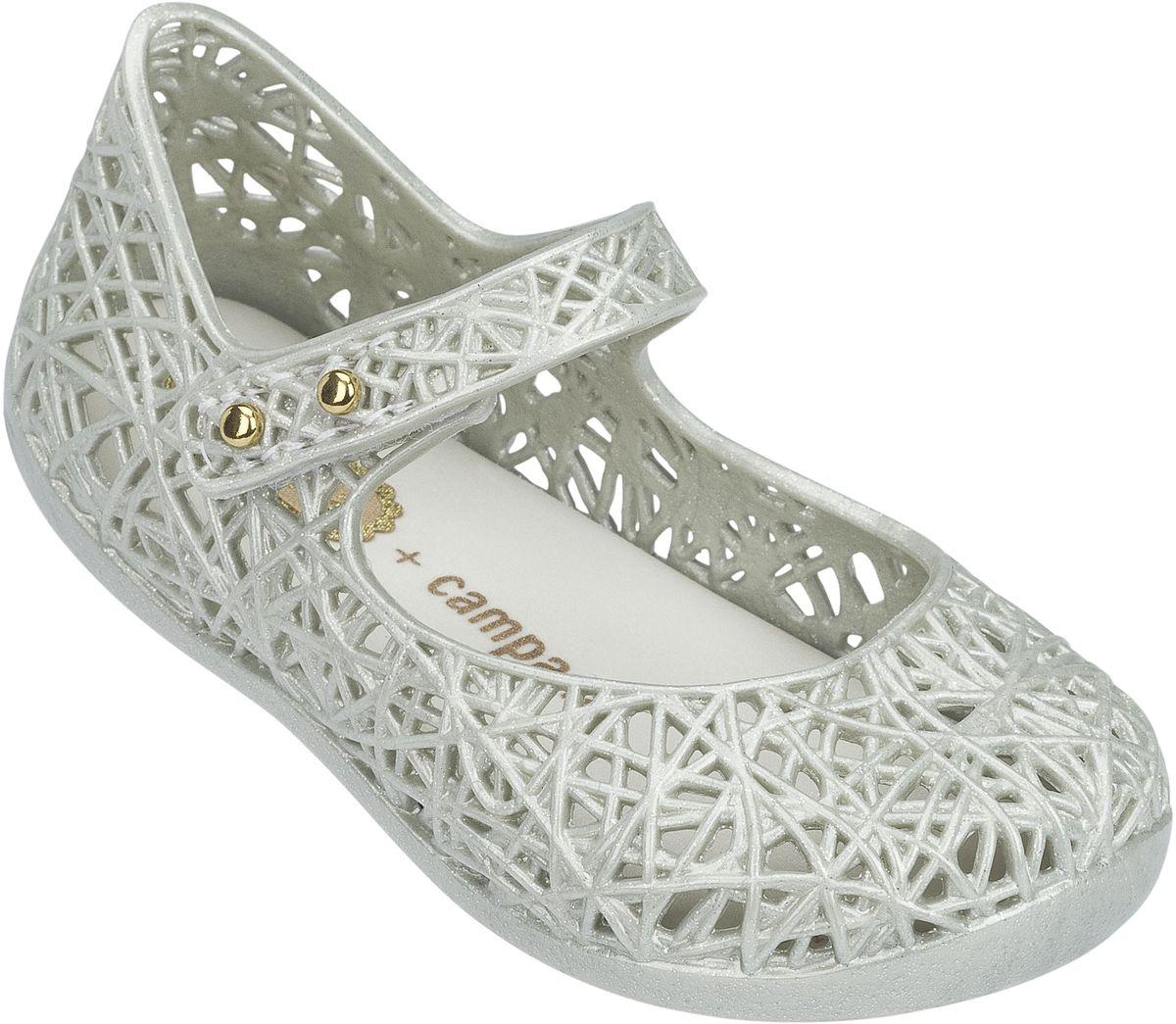 Туфли31510-3872Прелестные туфли Campana Zig Zag VI BB от Melissa придутся по душе вашей девочке. Модель выполнена из поливинилхлорида и оформлена декоративной перфорацией. Ремешок с застежкой-липучкой надежно зафиксирует модель на ноге. Подошва с рифлением гарантирует идеальное сцепление с любой поверхностью. Особенность данной модели в том, что она обладает приятным ароматом. Такие туфли станут прекрасным завершением летнего образа вашей девочки.