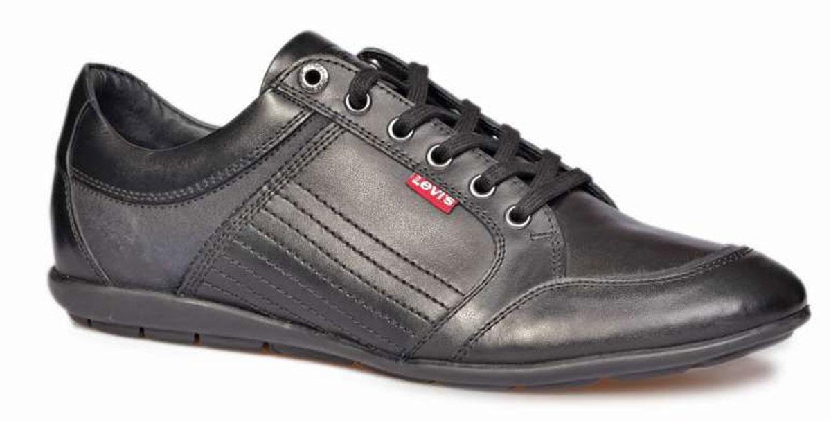 Кроссовки223652/700-59Мужские кроссовки Levis® Toulon Lace выполнены из натуральной кожи и декорированы прострочкой. Подъем оформлен классической плоской шнуровкой и дополнен металлическими люверсами. Модель дополнена логотипом бренда. Подкладка и стелька изготовлены из текстиля. Резиновая подошва оснащена рифлением.