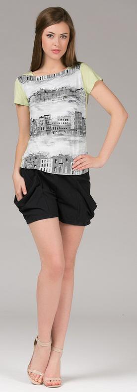Комплект одежды391К1Домашний комплект, состоящий из футболки и шорт из нежной вискозы. Короткие шортики с карманами на резинке, топ с принтом.