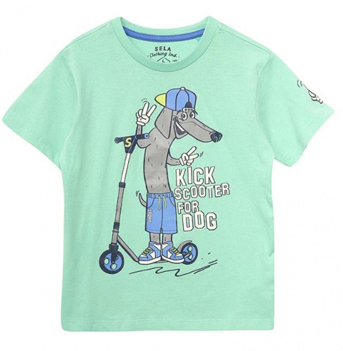 ФутболкаTs-711/522-7122Стильная футболка для мальчика Sela изготовлена из натурального хлопка и оформлена оригинальным принтом. Воротник дополнен мягкой трикотажной резинкой. Яркий цвет модели позволяет создавать модные образы.