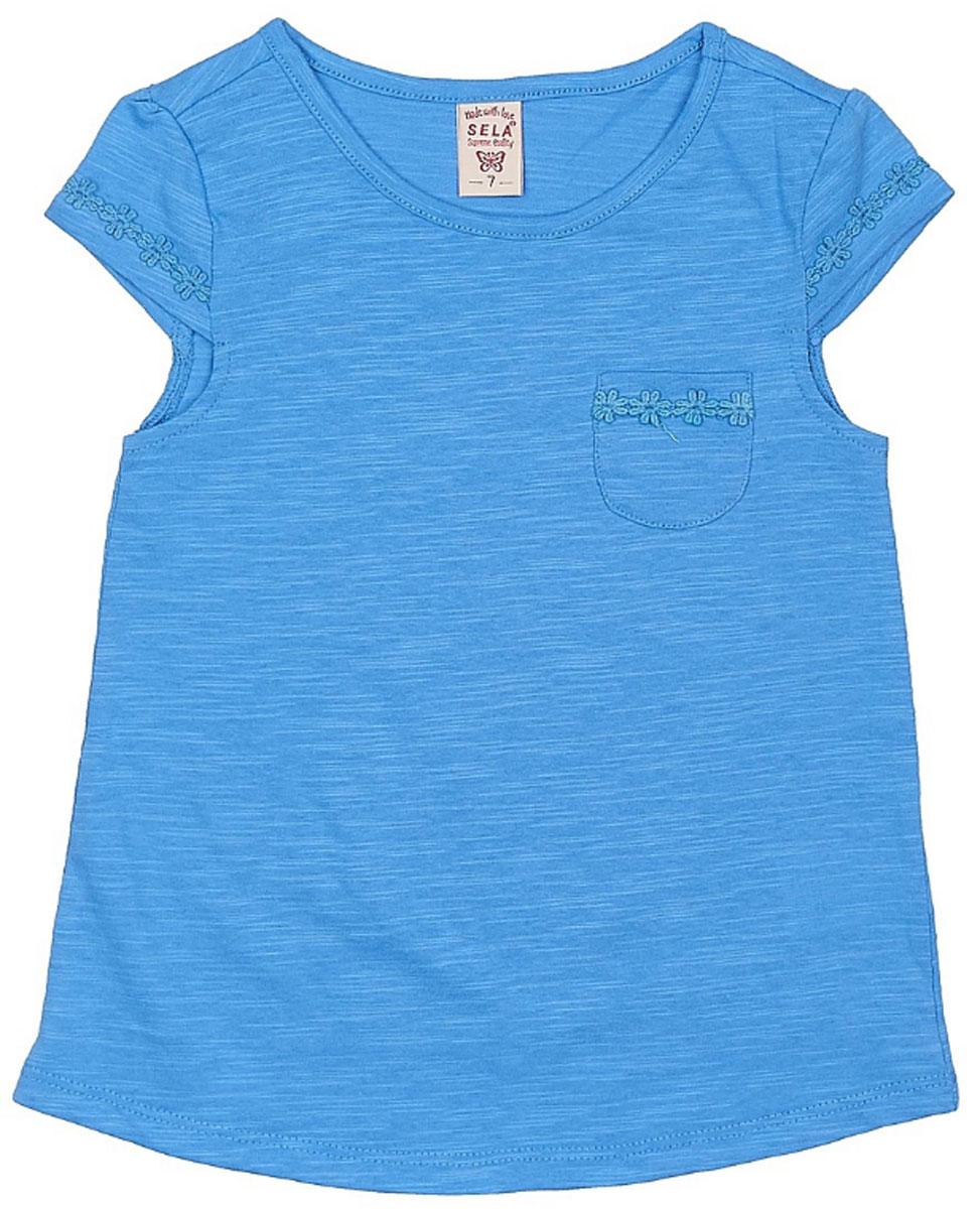 ФутболкаTs-611/957-7172Яркая футболка для девочки Sela станет отличным дополнением к гардеробу юной модницы. Модель прямого кроя изготовлена из натурального хлопка и оформлена ажурным плетением на рукавах. Изделие дополнено накладным кармашком в области груди. Воротник дополнен мягкой эластичной бейкой.