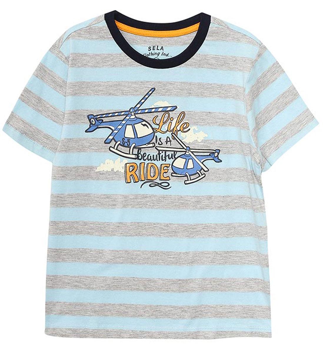ФутболкаTs-711/191-7112Стильная футболка для мальчика Sela изготовлена из натурального хлопка в полоску и оформлена оригинальным принтом. Воротник дополнен мягкой трикотажной резинкой контрастного цвета. Яркий цвет модели позволяет создавать модные образы.