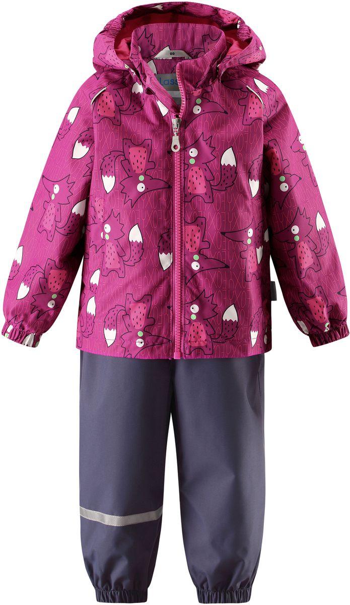 Комплект верхней одежды7137024071Детский демисезонный комплект, состоящий из куртки и полукомбинезона, идеально подойдет для активных маленьких путешественников и исследователей мира! Водоотталкивающему и ветронепроницаемому материалу не страшен небольшой дождик. Этот материал очень функциональный, и в то же время комфортный и дышащий. Полукомбинезон изготовлен из прочного материала и снабжен эластичными манжетами и съемными штрипками, чтобы не пустить внутрь холод и влагу. Благодаря регулируемым эластичным подтяжкам он удобно сидит точно по фигуре. Съемный капюшон защищает голову ребенка от пронизывающего ветра, к тому же он абсолютно безопасен: легко отстегнется, если вдруг за что-нибудь зацепится. Куртка снабжена множеством продуманных элементов, например, прорезными карманами и светоотражателями.