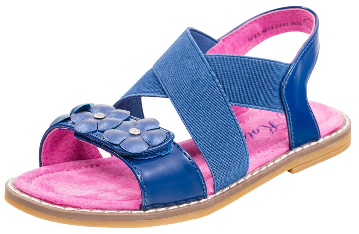 Сандалии524013-23Прелестные сандалии от Котофей придутся по душе вашей девочке. Модель выполнена из искусственной лакированной кожи. Ремешок на носочной части, оформленный композицией из цветков со стразами, застегивается на застежку-липучку. Модель дополнена на подъеме широкими эластичными резинками, благодаря которым модель удобно фиксируется на ножке с любой полнотой. Вдоль ранта модель оформлена крупной прострочкой. Внутренняя поверхность и стелька из натуральной кожи гарантирует максимальный комфорт при движении. Стелька дополнена супинатором, который обеспечивает правильное положение ноги ребенка при ходьбе, предотвращает плоскостопие. Подошва с рифлением обеспечивает оптимальное сцепление с поверхностью. Удобные сандалии - незаменимая вещь в гардеробе каждой девочки.