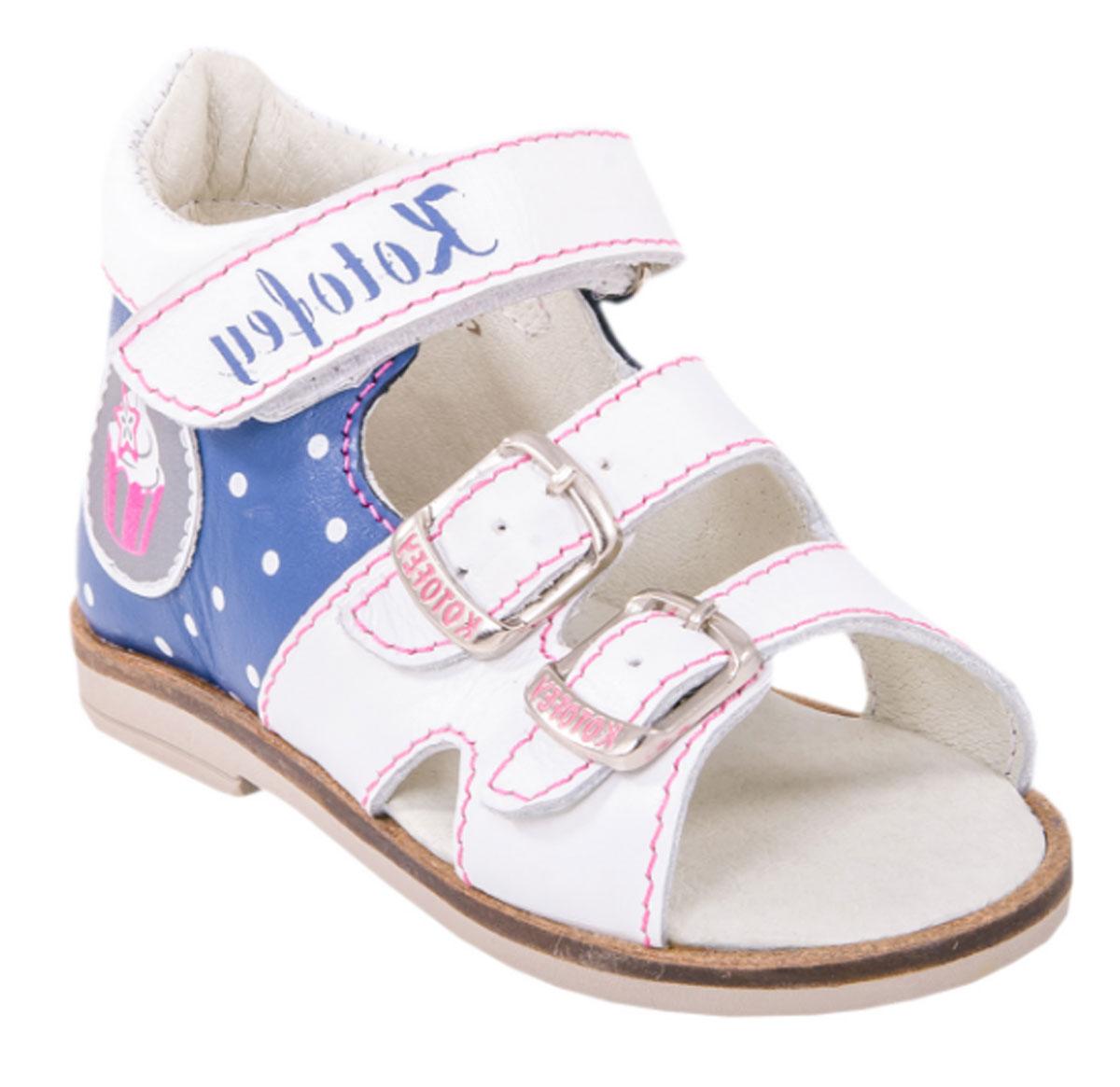 Сандалии022071-21Прекрасные сандалии от Котофей разработаны специально для первых шагов вашей малышки. Модель выполнена из натуральной кожи и оформлена принтом в горох, сбоку - декоративной нашивкой со светоотражающим эффектом. Модель можно отрегулировать по полноте, благодаря чему сандалии подойдут практически для любой ножки. Высокий жесткий задник и регулирующие ремешки надежно зафиксируют ножку ребенка, не давая ей смещаться из стороны в сторону и назад. Два ремешка застегиваются на металлические пряжки, один - на застежку- липучку. Внутренняя поверхность и стелька из натуральной кожи комфортны при движении. Стелька дополнена супинатором, который обеспечивает правильное положение стопы ребенка при ходьбе и предотвращает плоскостопие. Легкая гибкая подошва снабжена невысоким каблучком, который продлен с внутренней стороны до середины стопы, чтобы исключить вращение (заваливание) стопы вовнутрь. Рифленая поверхность подошвы обеспечивает отличное сцепление с любой поверхностью....