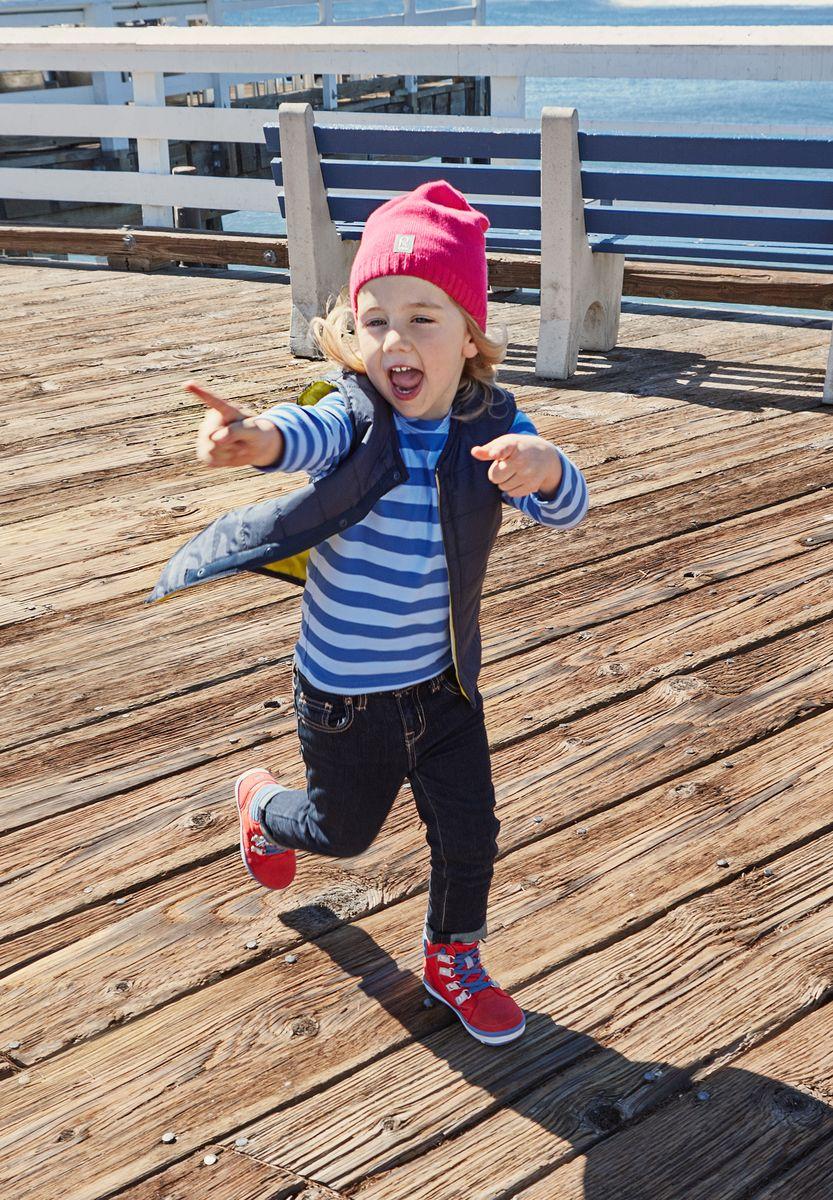 Шапка детская5285102350Удобная трикотажная шапка из хлопка подойдет на все случаи жизни. Полуподкладка из хлопчатобумажного трикотажа гарантирует тепло, а ветронепроницаемые вставки между верхним слоем и подкладкой защищают уши. Светоотражающая эмблема спереди позволяет лучше разглядеть ребенка после захода солнца.