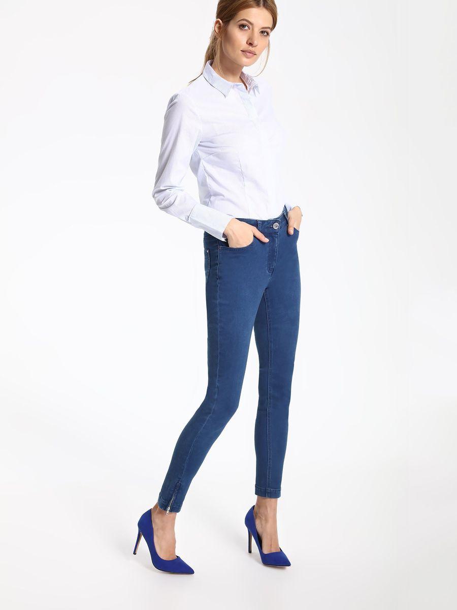 РубашкаSKL2263BIРубашка женская Top Secret выполнена из хлопка, полиамида и эластана. Модель с отложным воротником застегивается на пуговицы.