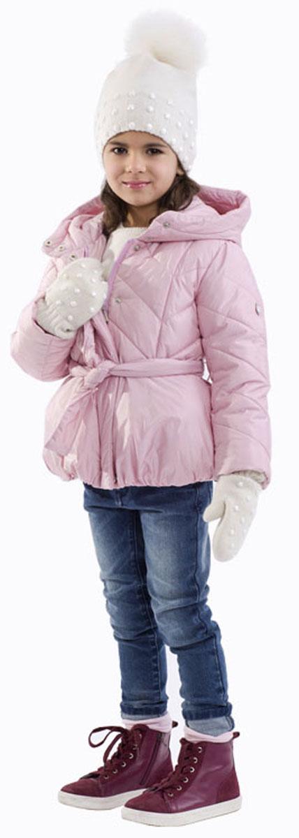 Куртка21601GMC4103Стильная куртка Gulliver изготовлена из качественного нейлона. В качестве наполнителя применяется искусственный пух. Спереди модель застегивается на молнию с ветрозащитной планкой на кнопках. С внутренней стороны изготовлена уютная флисовая подкладка. Капюшон несъемный. Рукава куртки дополнены трикотажными манжетами. В области талии модель завязывается на широкий пояс.