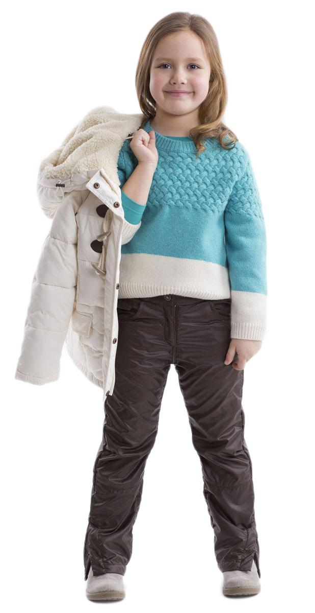 Джемпер21602GMC3101Стильный джемпер Gulliver для девочки изготовлен из теплой шерсти ягненка и нейлона. Джемпер свободной формы с круглым вырезом горловины и длинными рукавами удлинен по линии спинки. Воротник, манжеты и низ изделия связаны резинкой. Оформлена модель оригинальной цветовой комбинацией и вязанным горизонтальным узором.
