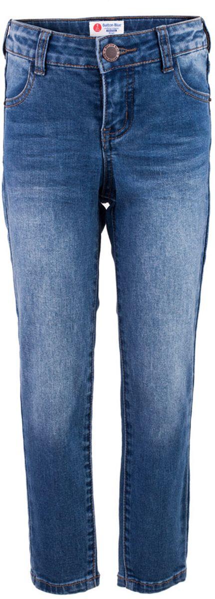 Джинсы117BBBC6304D200Классные голубые джинсы с потертостями и повреждениями — гарантия модного современного образа! Хороший крой, удобная посадка на фигуре подарят мальчику комфорт и свободу движений. Если вы хотите купить ребенку недорогие модные зауженные джинсы, модель от Button Blue - прекрасный выбор!