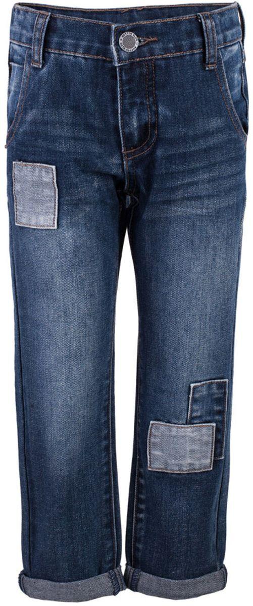 Джинсы117BBBC6303D500Классные синие джинсы с потертостями и повреждениями — гарантия модного современного образа! Хороший крой, удобная посадка на фигуре подарят мальчику комфорт и свободу движений. Если вы хотите купить ребенку недорогие модные джинсы классического силуэта, модель от Button Blue - прекрасный выбор!