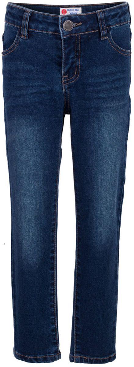 Джинсы117BBBC6304D500Классные синие джинсы с потертостями и повреждениями — гарантия модного современного образа! Хороший крой, удобная посадка на фигуре подарят мальчику комфорт и свободу движений. Если вы хотите купить ребенку недорогие модные зауженные джинсы, модель от Button Blue - прекрасный выбор!