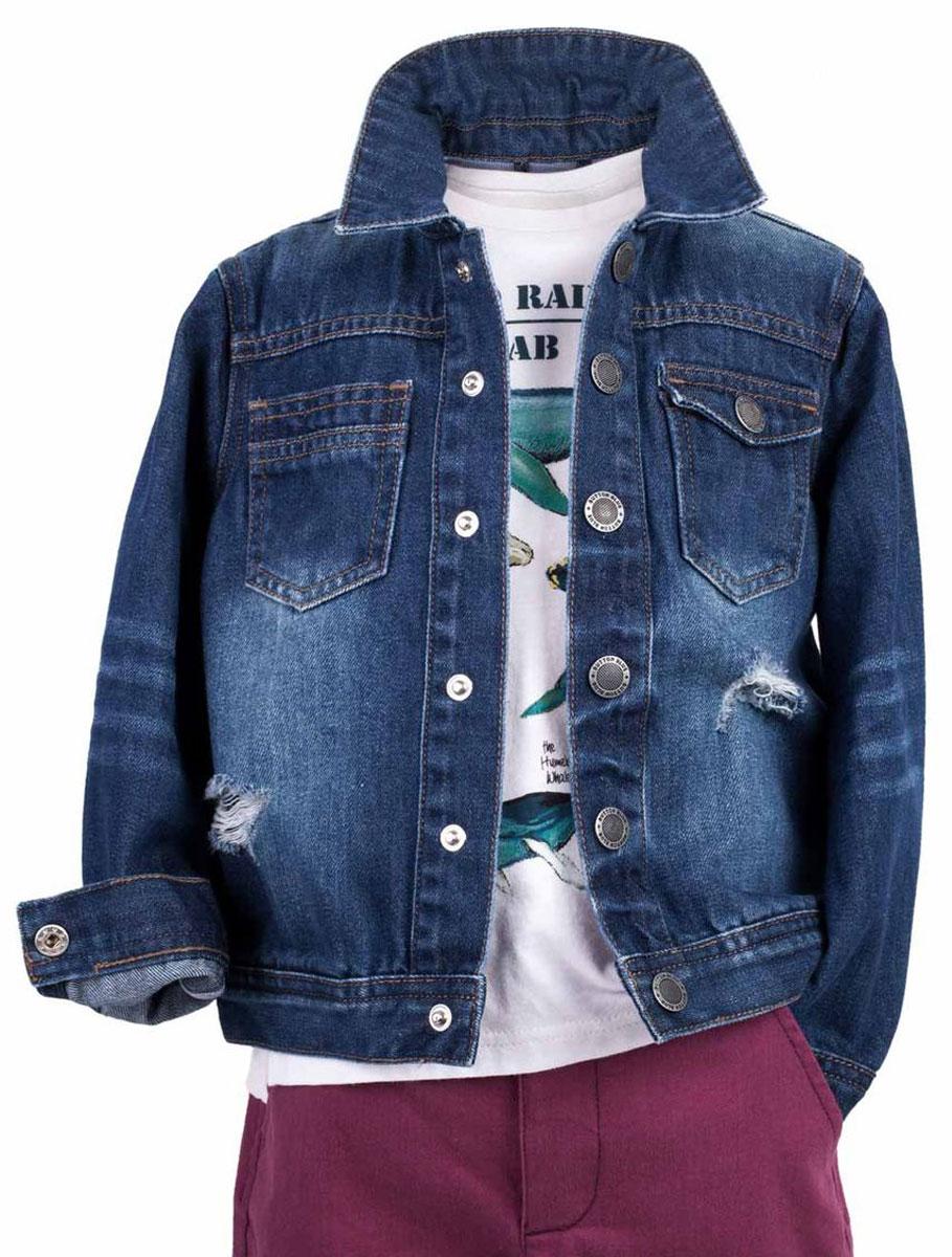 Жакет117BBBC4001D500Джинсовая куртка для мальчика - базовая вещь весеннего-летнего гардероба! Она отлично сочетается с брюками, шортами, бриджами, делая комплект интересным и завершенным. Вы хотите, чтобы ваш ребенок был в тренде? Вы предпочитаете купить джинсовую куртку недорого, но не сомневаться в ее качестве и комфорте? Тогда джинсовая куртка от Button Blue с модными потертостями, заминами, варкой - лучший вариант!