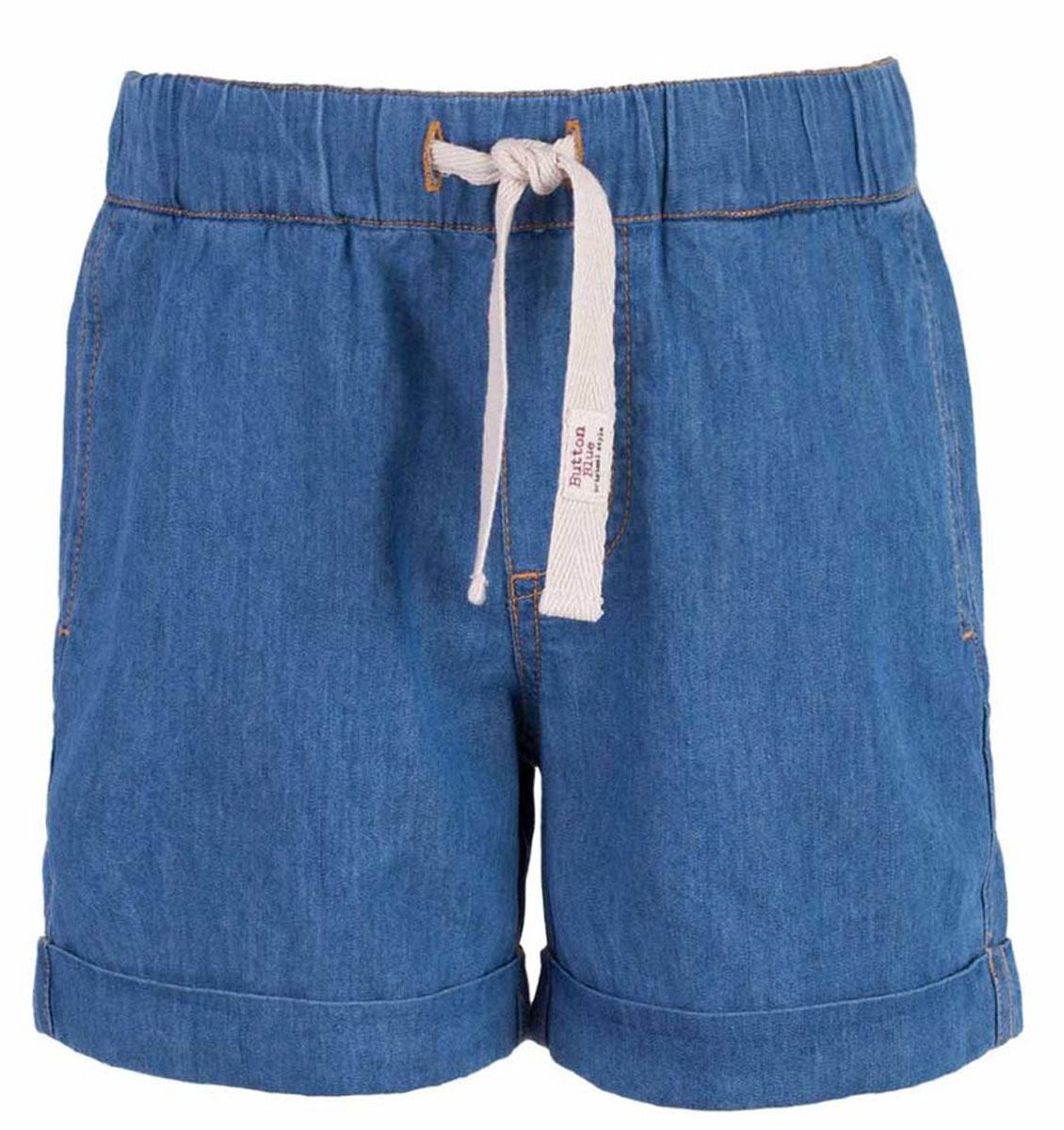 Шорты117BBBC6004D100Классные шорты из тонкой джинсы с поясом на резинке - прекрасное решение на каждый день жаркого лета! И дома, и в лагере, и на спортивной площадке эти шорты для мальчика обеспечат удобство, комфорт и соответствие модным трендам. Купить недорого детские шорты от Button Blue, значит, сделать каждый летний день ребенка радостным и беззаботным!