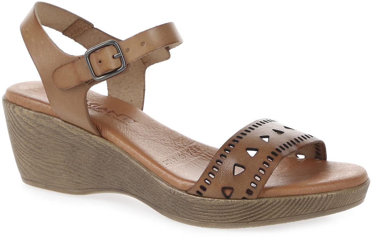 Босоножки906-68-01/88Стильные босоножки от Mia Mianti - основа гардероба каждой женщины. Модель выполнена из высококачественной натуральной кожи и оформлена перфорацией на мысе. Ремешок с металлической пряжкой прямоугольной формы отвечает за надежную фиксацию модели на вашей ноге. Длина ремешка регулируется при помощи болта. Стелька из натуральной кожи обеспечивает комфорт при ходьбе. Невысокая танкетка дополнена противоскользящим рифлением. Лаконичные босоножки прекрасно дополнят ваш летний наряд.