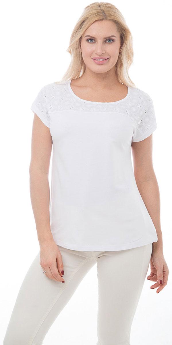 """ФутболкаBGUZ-890-белыйСтильная женская футболка BeGood изготовлена из высококачественного эластичного хлопка. Модель свободного кроя с короткими рукавами и округлым вырезом горловины над грудью и по плечам оформлена вставкой из ткани """"шитье"""". Такая футболка великолепно дополнит летний гардероб и поможет вам создать современный динамичный образ."""