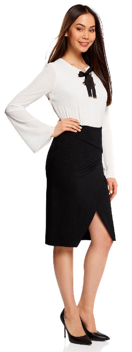 Юбка14100073/46698/2900NСтильная юбка с диагональным разрезом спереди выполнена из высококачественного трикотажа. зади модель застегивается на потайную застежку-молнию.