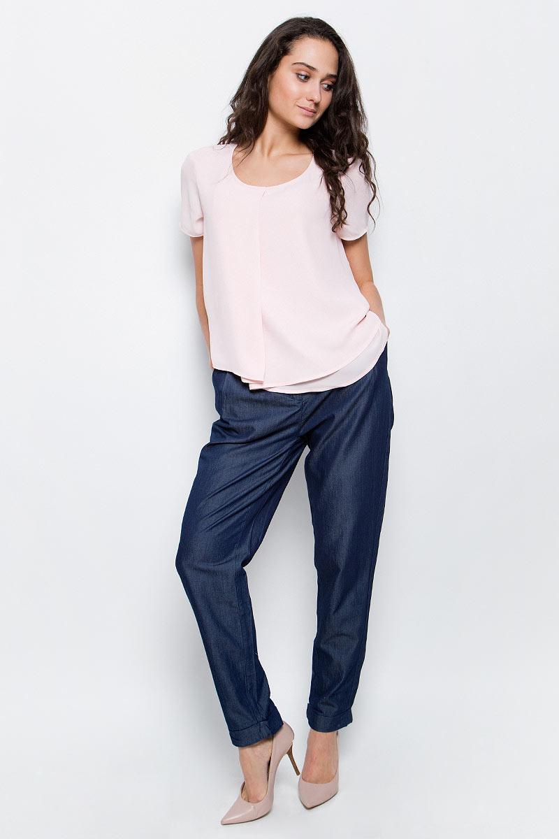БлузкаB197035_Deep Sky WayСтильная блузка Baon выполнена из легкого струящегося шифона. Ткань очень мягкая и приятная на ощупь. Блузка прямого кроя с круглым вырезом горловины и короткими рукавами спереди оформлена драпировкой из нескольких слоев шифона. Лаконичная блузка поможет создать нежный женственный образ.