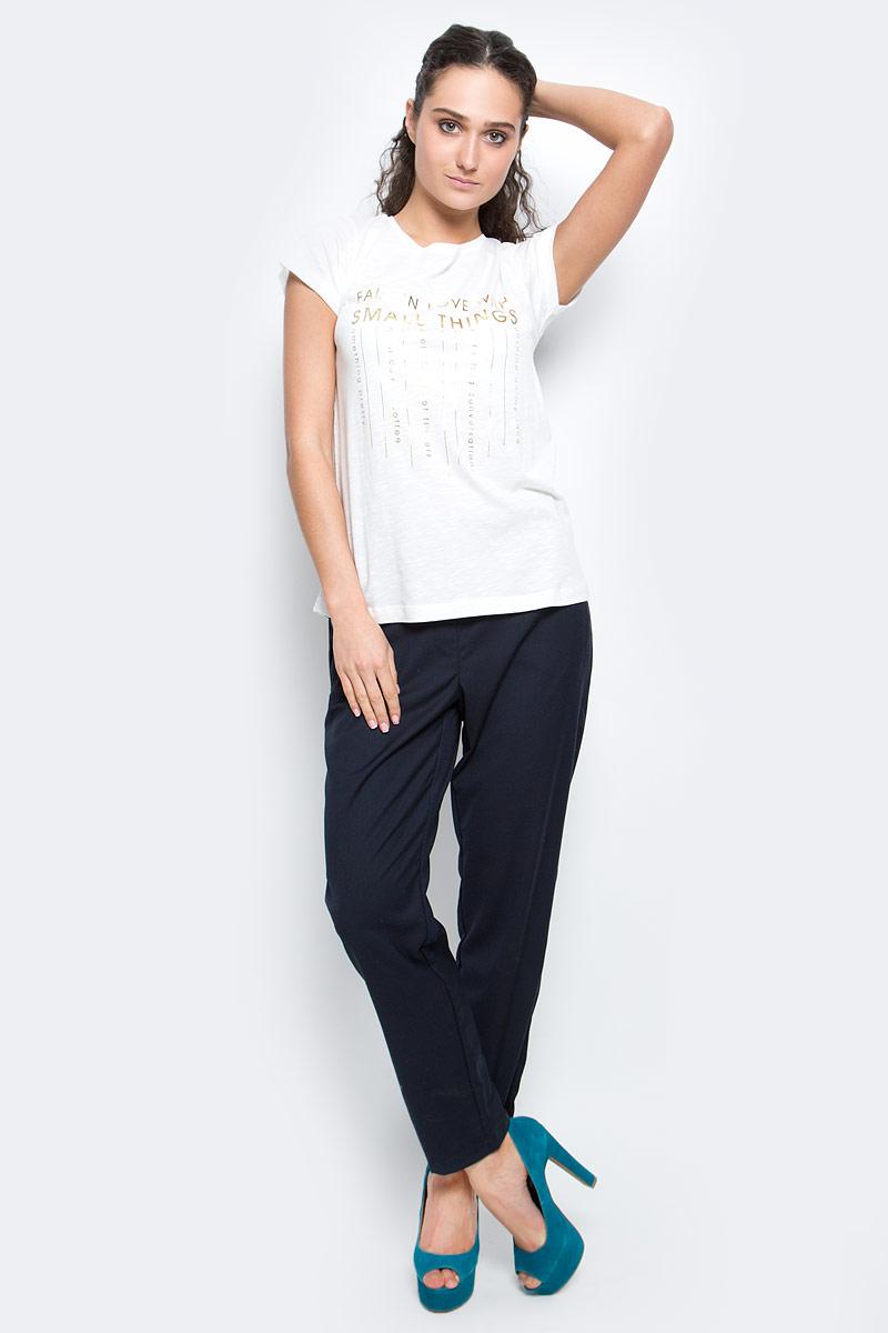 ФутболкаB237070_MilkСтильная женская футболка Baon изготовлена из хлопка с добавлением вискозы. Материал очень мягкий и приятный на ощупь. Модель прямого кроя с круглым вырезом горловины и короткими рукавами оформлена принтовыми надписями. Такая футболка займет достойное место в вашем гардеробе.