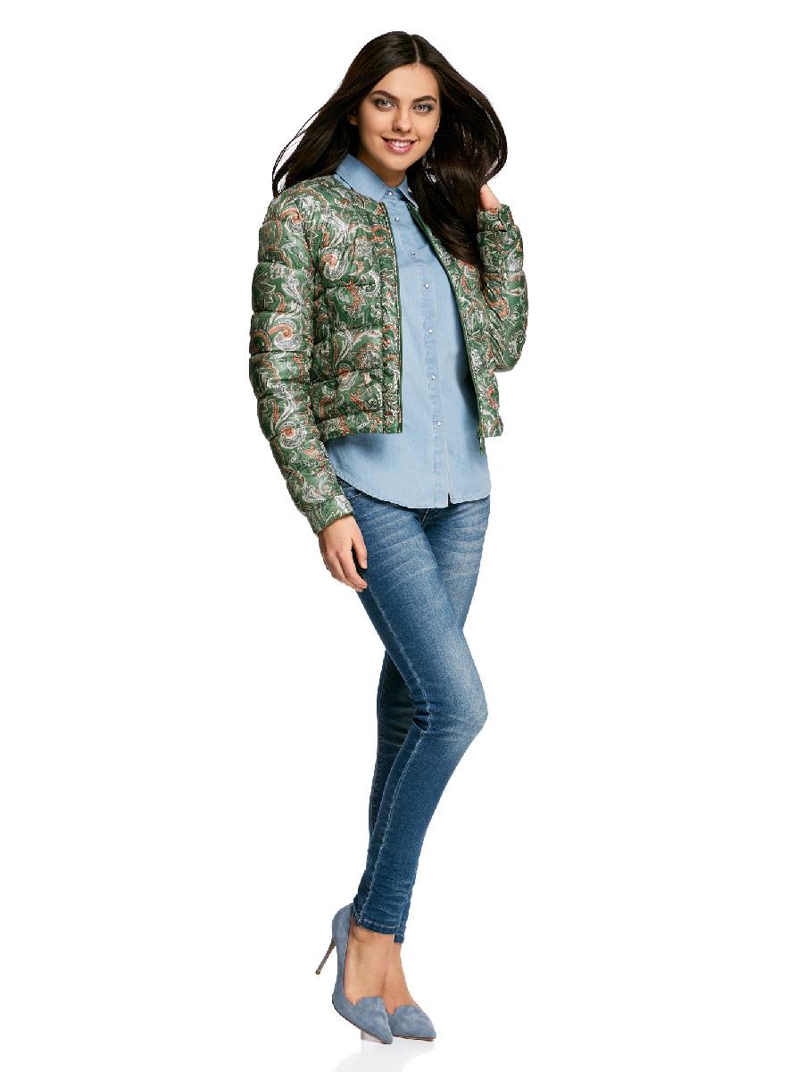 Куртка10203050-1B/42257/296EFСтеганая куртка oodji Ultra выполнена из высококачественного материала. Модель с круглым вырезом горловины утеплена тонким слоем синтепона и застегивается на молнию. Куртка прекрасно смотрится и с платьем и с джинсами, что делает ее незаменимой для городских будней. Манжеты рукавов дополнены застежками кнопками.