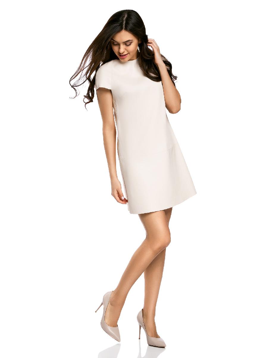 Платье18L01002/45902/4000NСтильное приталенное платье oodji Ultra выполнено из искусственной кожи. Модель мини-длины с коротким рукавами и круглым вырезом горловины дополнена декоративными металлическими молниями на плечах.