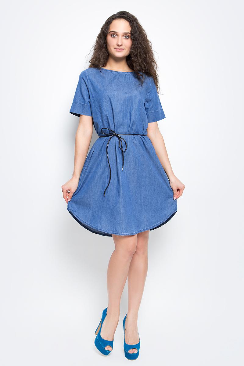 ПлатьеB457027_Light Blue DenimСтильное платье Baon выполнено из легкого эластичного хлопка. Модель свободного кроя с полукруглым низом, круглым вырезом горловины и короткими рукавами подарит вам комфорт в течение всего дня. На талии предусмотрен тонкий поясок из искусственной кожи. В таком платье вы будете выглядеть элегантно и женственно.