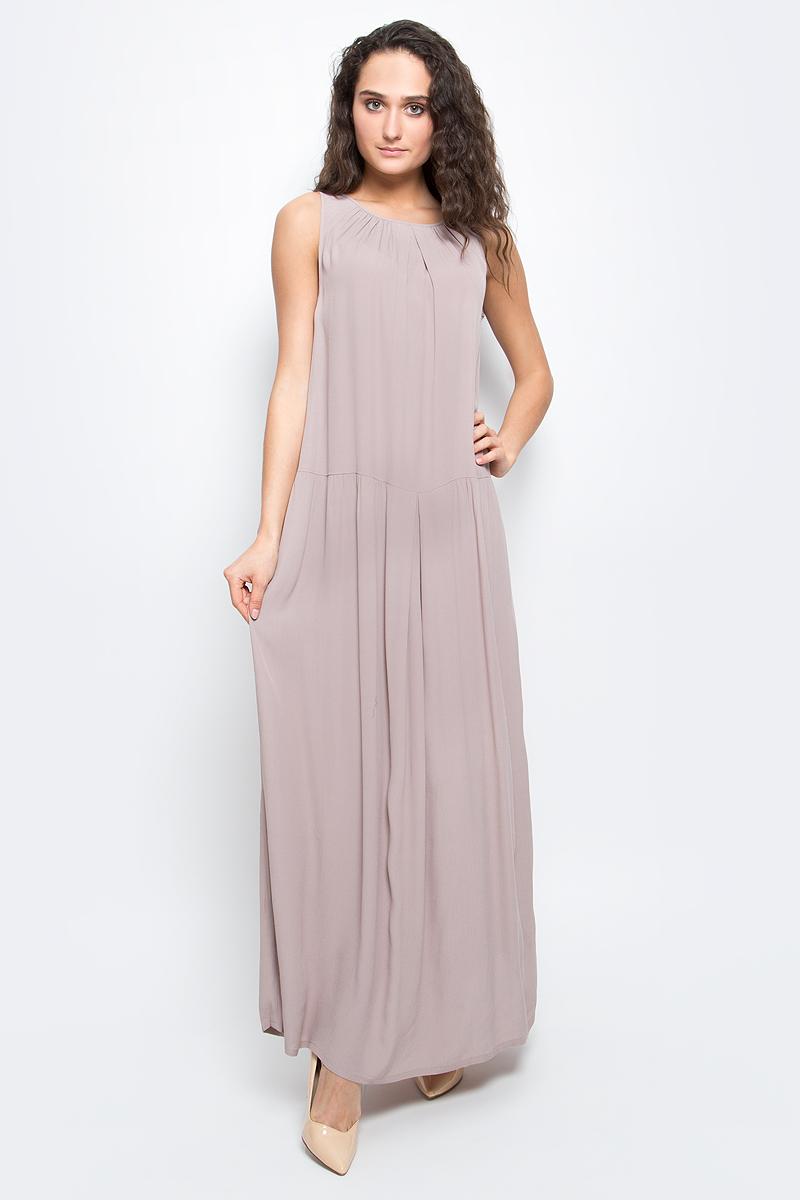 ПлатьеB457095_Dark NavyСтильное платье Baon выполнено из легкого вискозного материала. Модель макси-длины и свободного кроя - прекрасный вариант на лето. Платье с круглым вырезом горловины и без рукавов застегивается на пуговицы на спинке. Платье оформлено крупными складками и дополнено двумя карманами по бокам.
