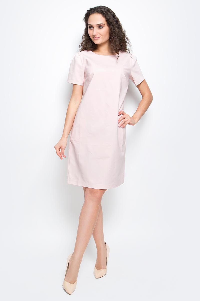 """ПлатьеB457037_PearlСтильное платье-футляр Baon выполнено из высококачественного материала с эффектом """"стрейч"""". Модель с круглым вырезом горловины и короткими рукавами подарит вам комфорт в течение всего дня. Платье застегивается на застежку-молнию на спинке. В таком платье вы будете выглядеть элегантно и женственно."""