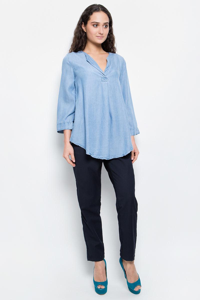 БлузкаB177018_Light Blue DenimСтильная блузка Baon выполнена из легкого материала - денима-шамбри. Модель свободного кроя с V-образным вырезом горловины, полукруглым низом и укороченными рукавами хорошо сидит на любой фигуре. Лаконичная блузка поможет создать женственный образ.