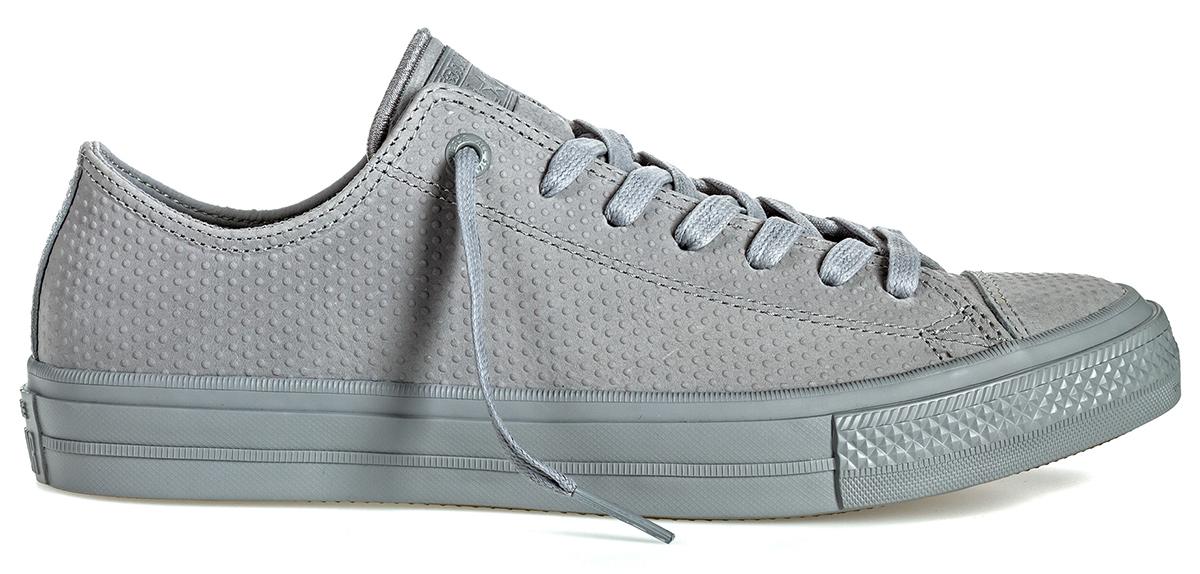 Кеды155766Стильные мужские кеды Chuck Taylor All Star II от Converse созданы для тех, кто предпочитает оригинальный дизайн и непревзойденное качество. Кеды выполнены из натуральной кожи с декоративным тиснением. По бокам предусмотрена перфорация. Классическая шнуровка надежно фиксирует обувь на ноге. Стелька и подкладка из мягкого текстиля комфортны при ходьбе. Подошва исполнена из износостойкой резины. Рифление на подошве обеспечивает идеальное сцепление с любыми поверхностями. Эффектные кеды помогут вам создать яркий, динамичный образ.