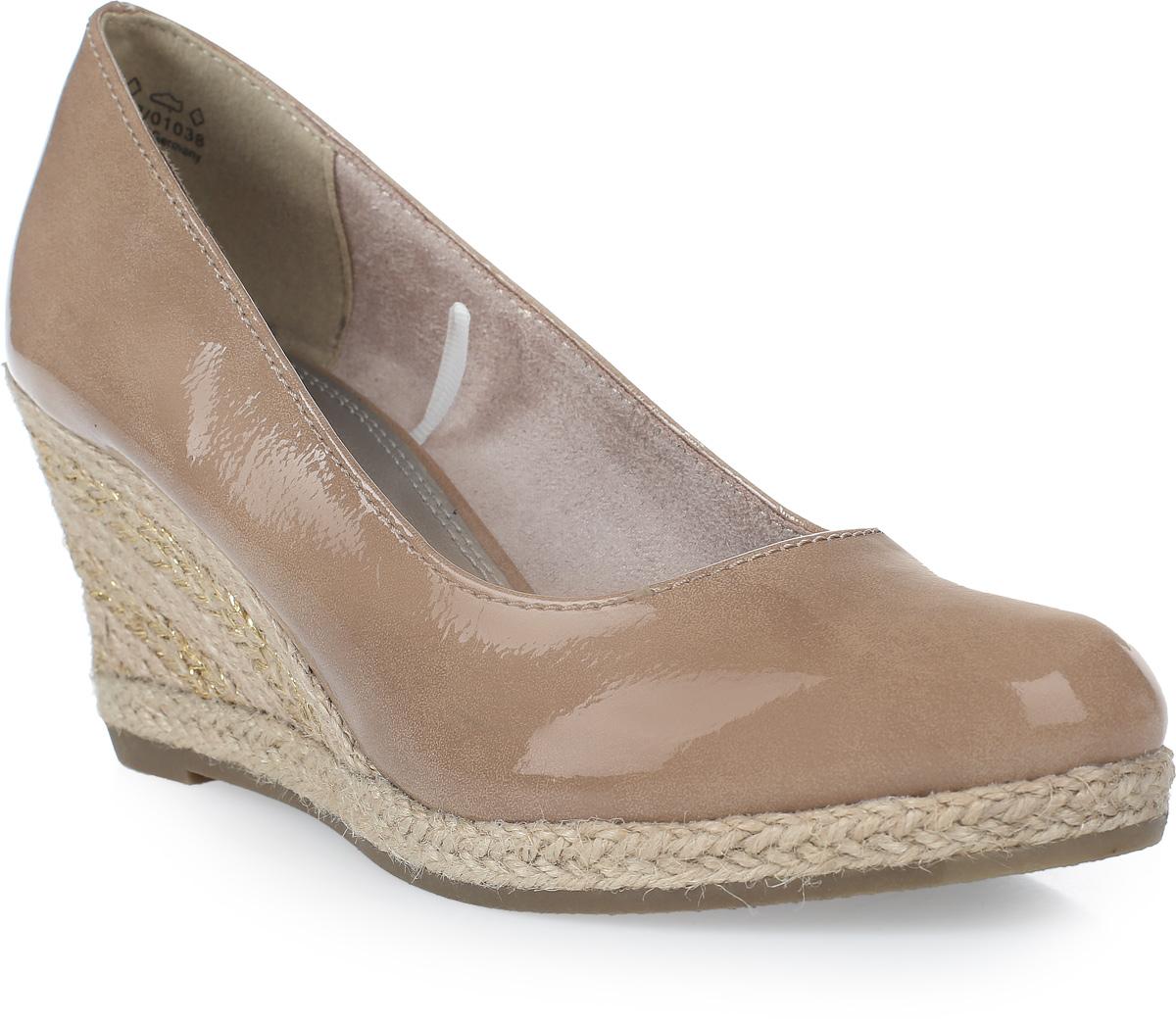 Туфли2-2-22440-28-535/215Стильные женские туфли на танкетке от Marco Tozzi займут достойное место в вашем гардеробе! Модель изготовлена из искусственной кожи и исполнена в лаконичном стиле. Подкладка и стелька из текстиля и искусственной кожи обеспечивают максимальный комфорт при ходьбе. Изысканные туфли добавят шика в модный образ и подчеркнут ваш безупречный вкус.
