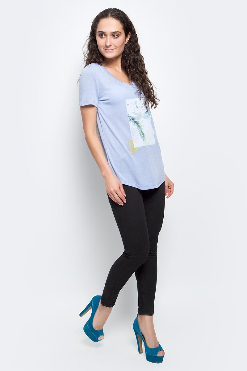 ФутболкаB237038_MilkСтильная женская футболка Baon изготовлена из вискозы с добавлением полиэстера. Материал очень мягкий и приятный на ощупь. Модель свободного кроя с V-образным вырезом горловины и короткими рукавами спереди оформлена оригинальным принтом. Нижний край изделия имеет полукруглую форму. Такая футболка займет достойное место в вашем гардеробе.
