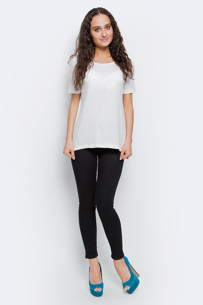 ФутболкаB237068_MilkСтильная женская футболка Baon изготовлена из хлопка с добавлением вискозы. Материал очень мягкий и приятный на ощупь. Модель свободного кроя с круглым вырезом горловины и короткими рукавами-реглан спереди оформлена вышитой надписью: Like you. Спинка изделия удлинена, по бокам предусмотрены небольшие разрезы. Такая футболка займет достойное место в вашем гардеробе.