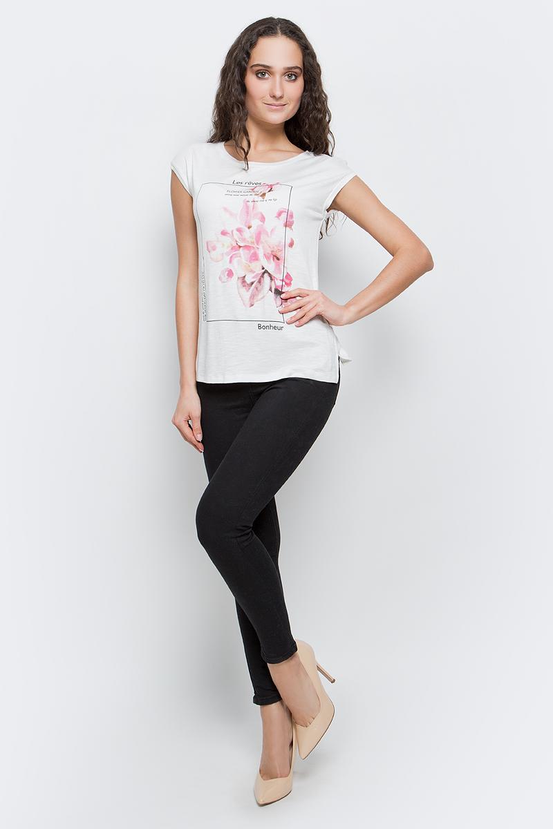 ФутболкаB237029_MilkСтильная женская футболка Baon изготовлена из вискозы с небольшим добавлением эластана. Материал очень мягкий и приятный на ощупь. Модель прямого кроя с круглым вырезом горловины и короткими рукавами спереди оформлена цветочным принтом. По бокам предусмотрены небольшие разрезы. Такая футболка займет достойное место в вашем гардеробе.
