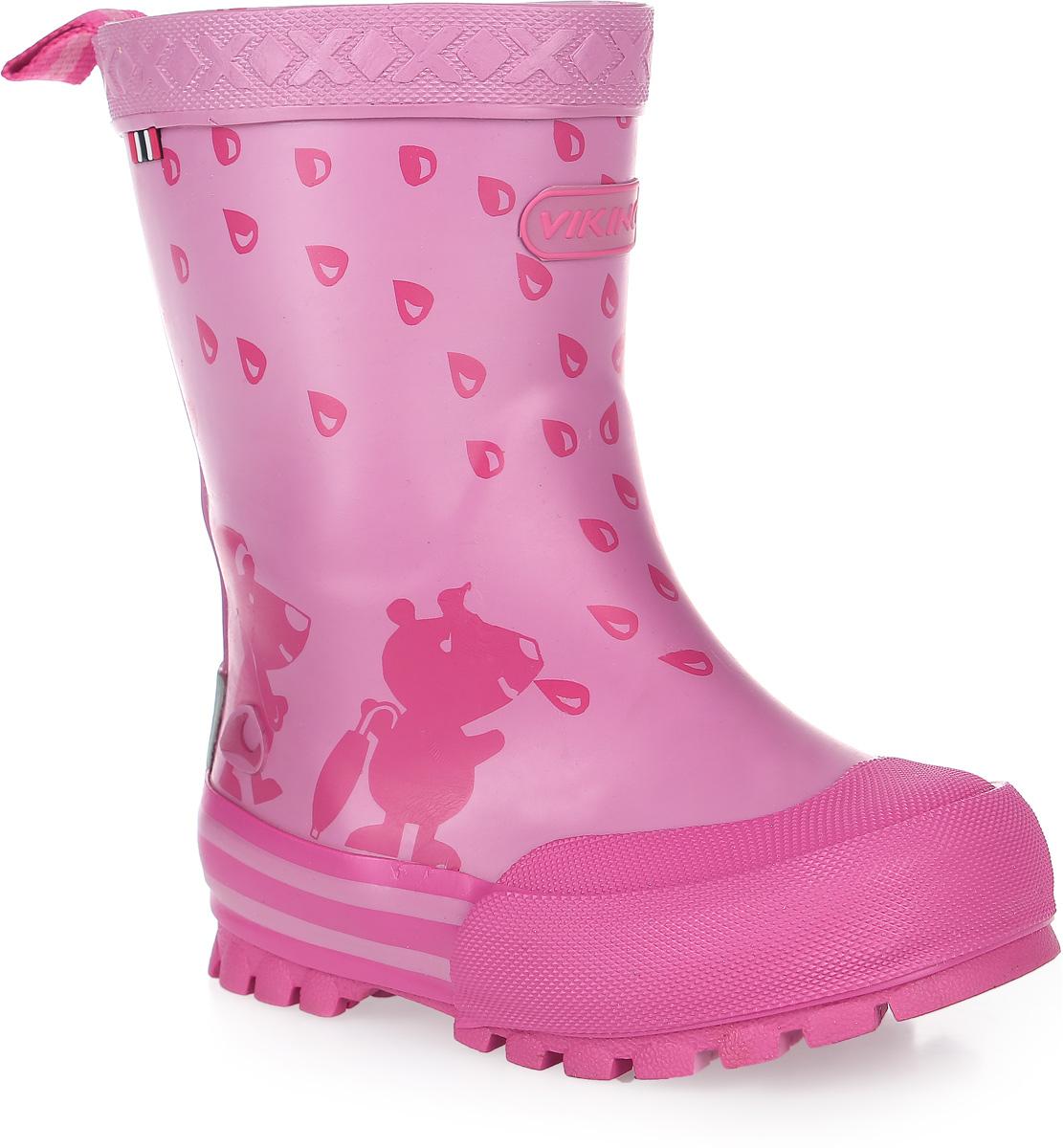 Резиновые сапоги1-17130-00009Модные резиновые сапоги от Viking - идеальная обувь в дождливую погоду для вашей девочки. Модель с противоударным носком оформлена забавным принтом и эмблемой с названием бренда. Внутренняя поверхность и стелька, выполненные из синтетического материала со скрученными волокнами, способствующими поддержанию тепла, комфортны при ходьбе. Ярлычок на заднике облегчает обувание модели. Подошва с протектором гарантирует отличное сцепление с любой поверхностью. Резиновые сапоги - необходимая вещь в гардеробе каждого ребенка.