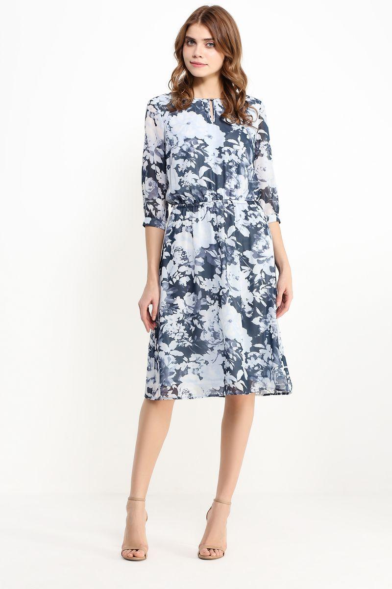 ПлатьеB17-11042Стильное платье Finn Flare изготовлено из тонкого полиэстера. Модель застегивается сзади на пуговицу. Платье оформлено рисунком с крупными цветами. Талия собрана на вшитую внутреннюю резинку. Рукава дополнены манжетами, которые застегиваются на пуговицы. У модели имеется подкладка и тонкий пояс из искусственной кожи с металлической пряжкой.