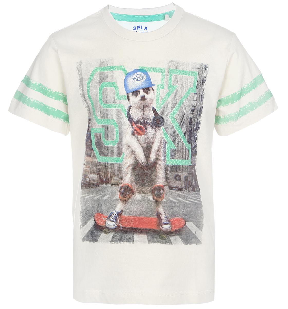 ФутболкаTs-711/417-7122Стильная футболка для мальчика Sela изготовлена из натурального хлопка и оформлена оригинальным принтом. Воротник дополнен мягкой трикотажной резинкой. Яркий цвет модели позволяет создавать модные образы.