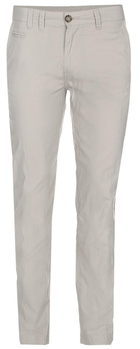 БрюкиB797014_MuscoviteСтильные мужские брюки Baon выполнены из натурального хлопка. Модель прямого кроя и стандартной посадки застегивается на ширинку с застежкой-молнией, а также на пуговицу в поясе. На поясе предусмотрены шлевки для ремня. Брюки оснащены двумя боковыми карманами с косыми срезами и маленьким прорезным кармашком спереди, а также двумя втачными карманами на пуговицах сзади.