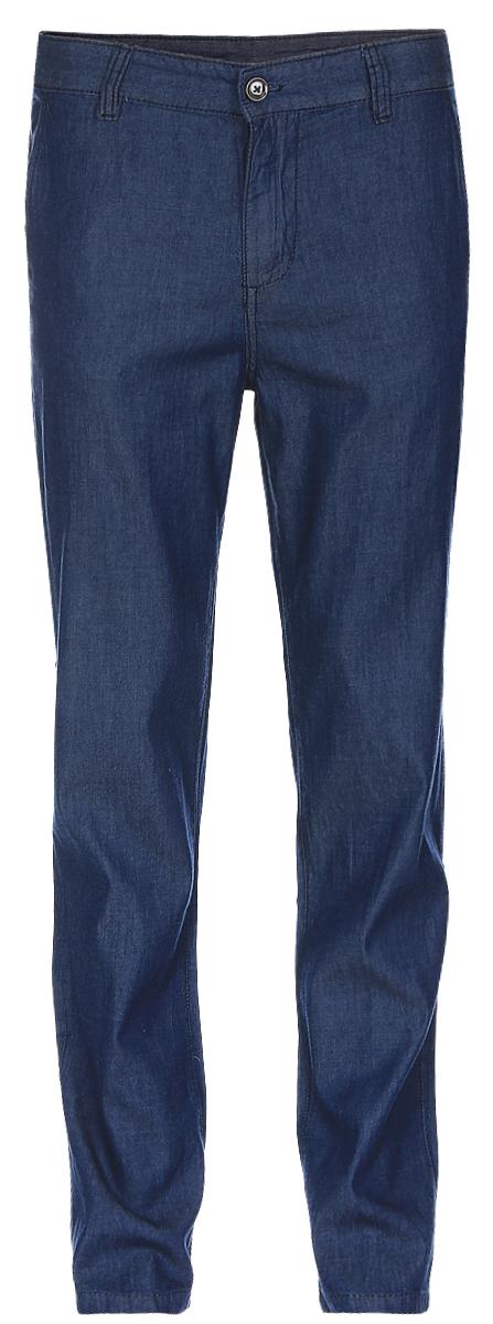 БрюкиB797017_Blue DenimСтильные мужские брюки Baon выполнены из натурального хлопка. Модель прямого кроя и стандартной посадки застегивается на ширинку с застежкой-молнией, а также на пуговицу в поясе. На поясе предусмотрены шлевки для ремня. Брюки оснащены двумя боковыми карманами с косыми срезами спереди и двумя втачными карманами на пуговицах сзади.