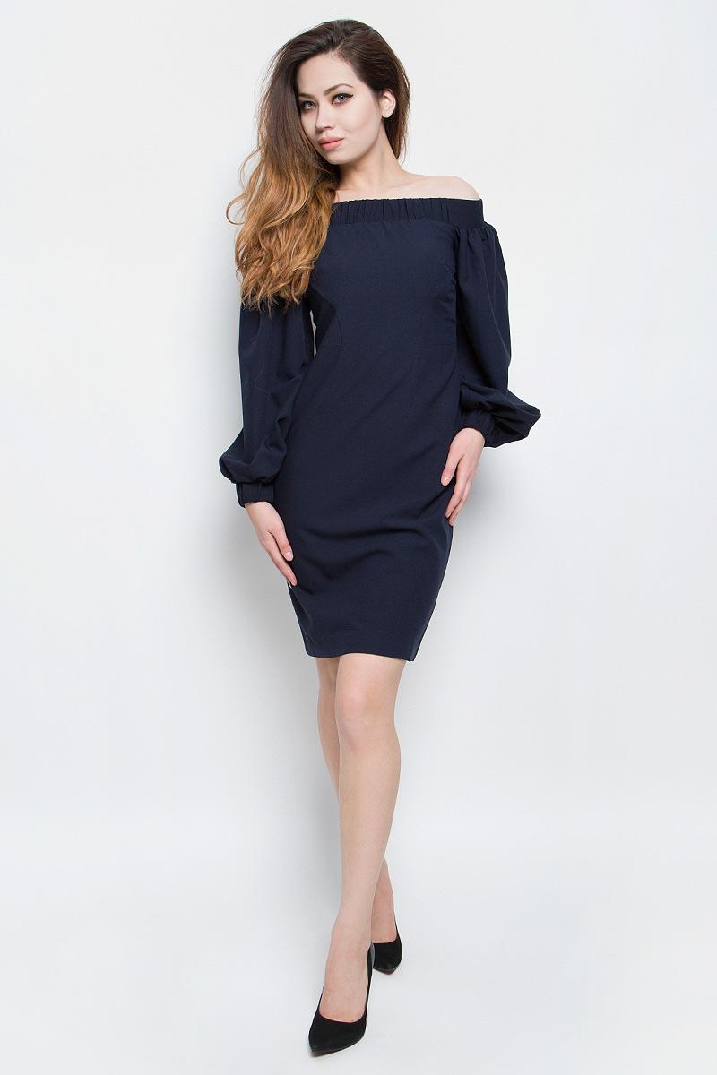 ПлатьеB457085_Dark NavyСтильное платье Baon выполнено из плотного материала с эффектом стрейч. Модель с открытыми плечами и длинными объемными рукавами прекрасно сидит и подчеркивает достоинства фигуры. Платье застегивается на металлическую застежку-молнию на спинке. Линия декольте и манжеты рукава дополнены широкой эластичной резинкой. В таком платье вы будете выглядеть модно и эффектно.