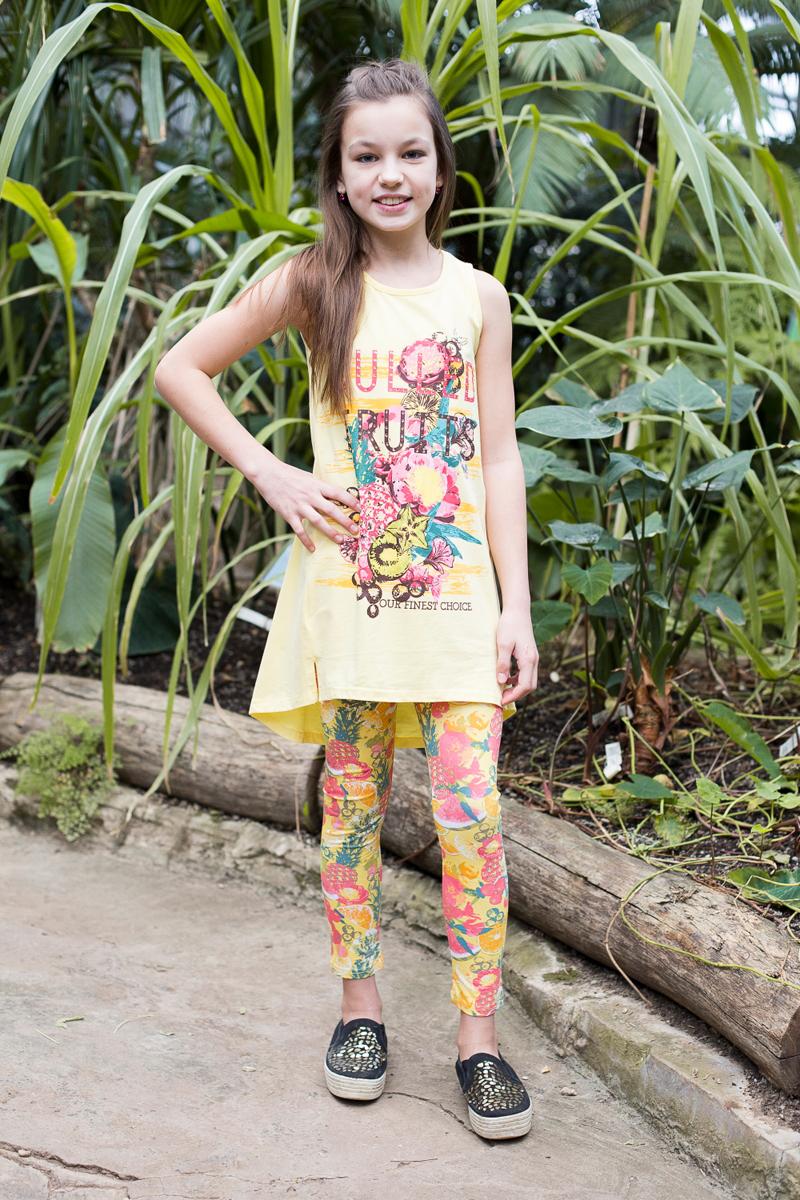 Комплект одежды718085Яркий трикотажный комплект для девочки, состоящий из майки и лосин. Майка с ярким принтом и ассиметричным низом. Лосины из принтованной, трикотажной ткани.