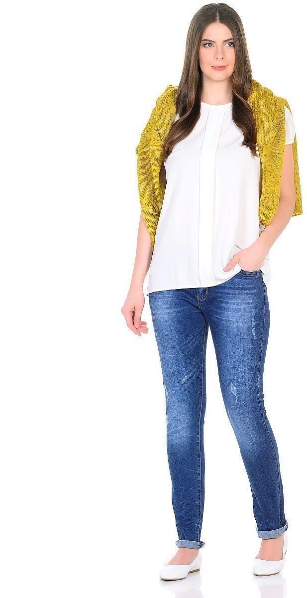ДжинсыWZ-1756CСтильные женские джинсы Milton выполнены из хлопка с добавлением полиэстера и спандекса. Материал мягкий на ощупь, не сковывает движения и позволяет коже дышать. На поясе предусмотрены шлевки для ремня. Джинсы со средней посадкой застегиваются на пуговицу в поясе и ширинку на застежке-молнии.