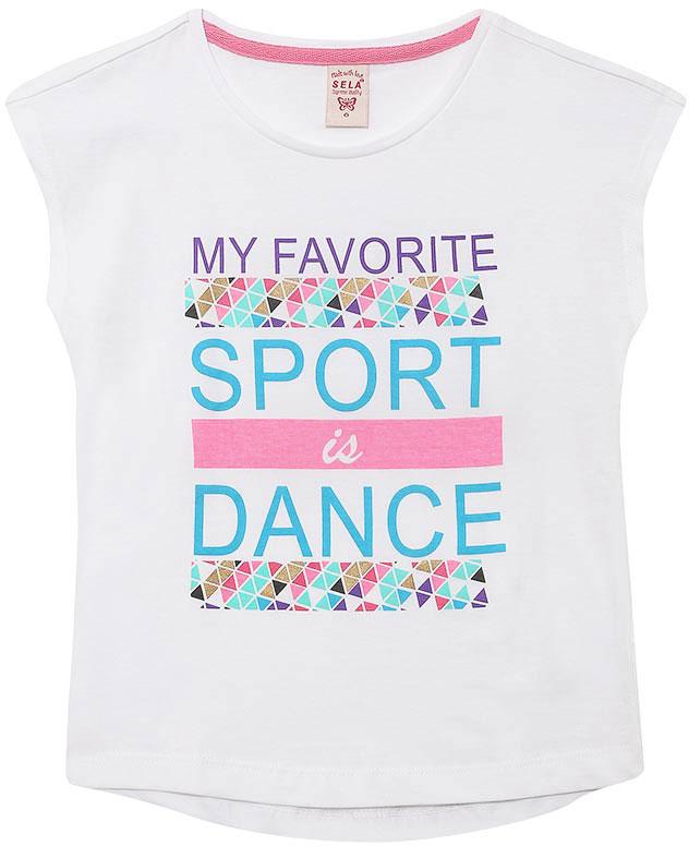 ФутболкаTs-611/953-7122Стильная футболка для девочки Sela изготовлена из натурального хлопка. Модель свободного кроя с удлиненной спинкой оформлена оригинальным принтом с надписями. Воротник дополнен мягкой эластичной бейкой. Универсальный цвет позволяет сочетать модель с любой одеждой.